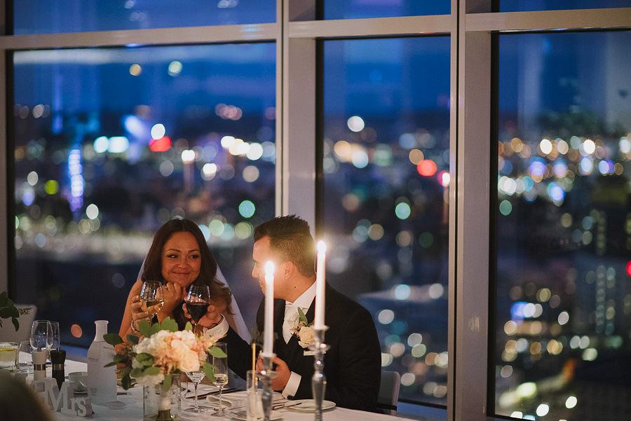 bröllopsfest på Imagine Gothia Towers - brudparet vid bordet