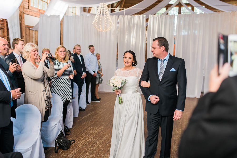 Höstbröllop på landet - bruden på väg