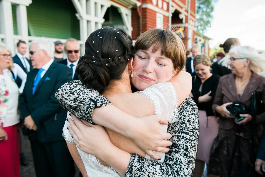 Gratulationer efter vigsel i Lekhuset på Nääs utanför Göteborg